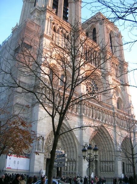 Reflexo do sol na Notre Dame