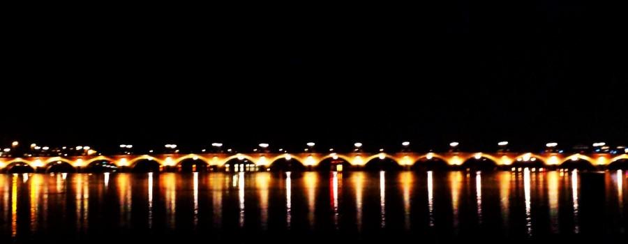 Rio Dordonha corta a cidade de Bordeaux