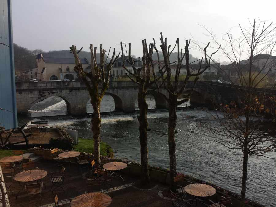 Vista de Brantome e a ponte medieval desde o hotel