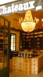 Uma das lojas de vinho de St Emilion. As caixas são embaladas prontas para despachar no aeroporto ou serem enviadas pela UPS para países da Europa.