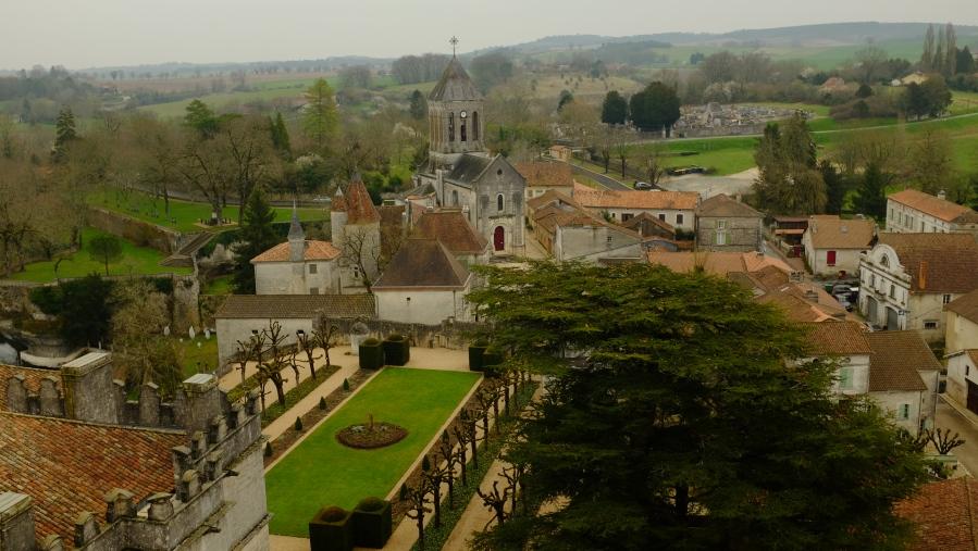 Vista do castelo e da cidade Bóúrdeilles (foto tirada da torre do antigo forte).