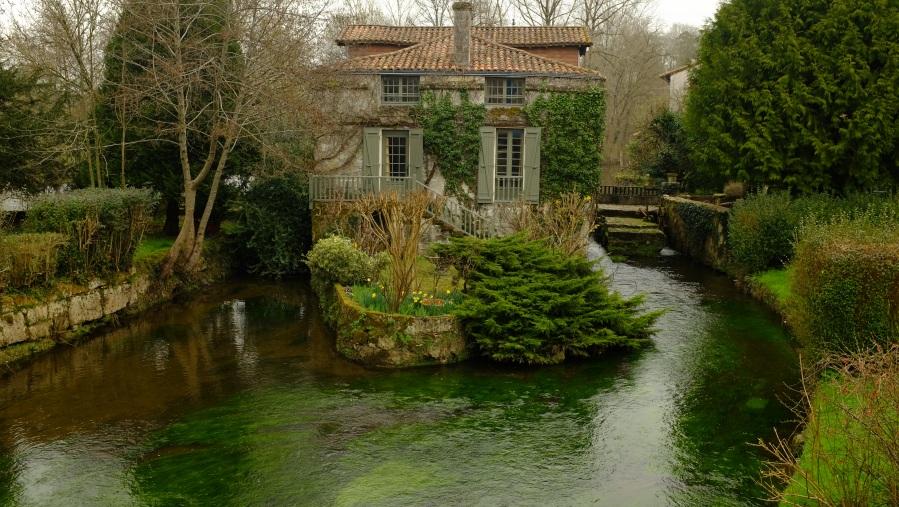 """""""Casa ilha"""" em Bourdeilles"""