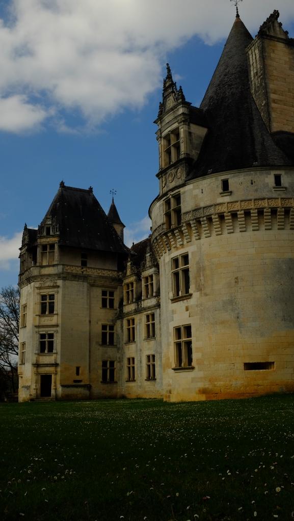 Puyguilhem lembra um dos castelos mais conhecidos dei mundo, o de Chambord