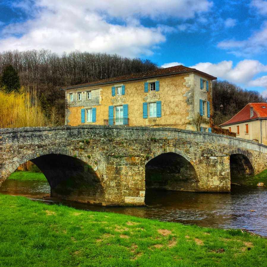 Saint-Jean-de-Côle e ponte medieval