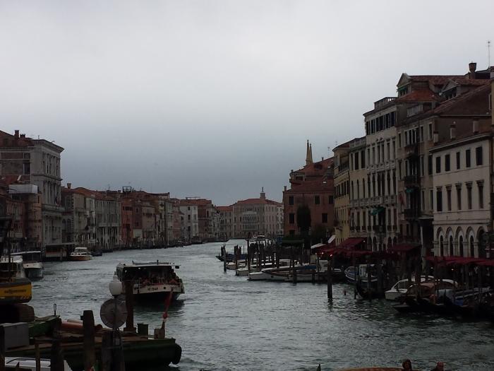 Vaporetto no Grande Canal de Veneza