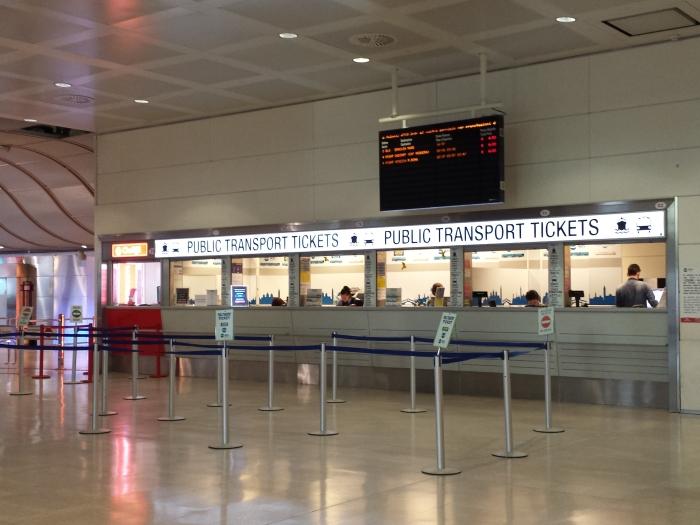 Logo no desembarque no Aeroporto Marco Polo, em Veneza, há um guichê para comprar ticket de vapores para a cidade de Veneza