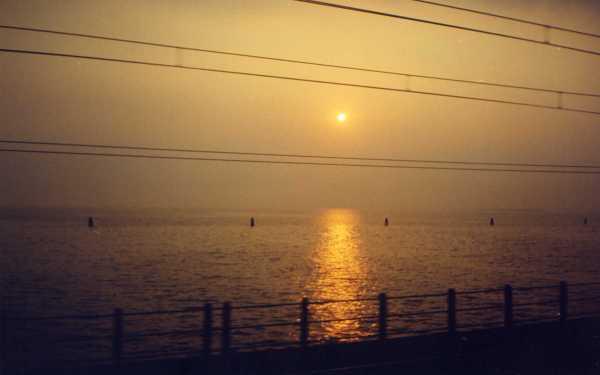 Quando cheguei a Veneza de trem, vi o sol nascer quando fazíamos a travessia do continente para a ilha