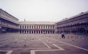 A Piazza San Marco no começo da manhã, ainda vazia.