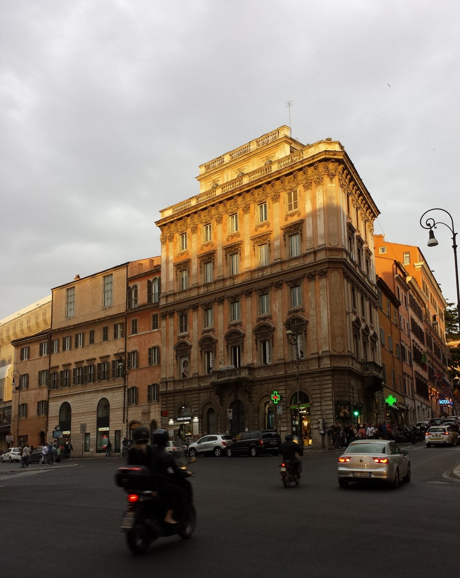 Trajeto começa pela fontana dei Tritone, na Piazza Barberini