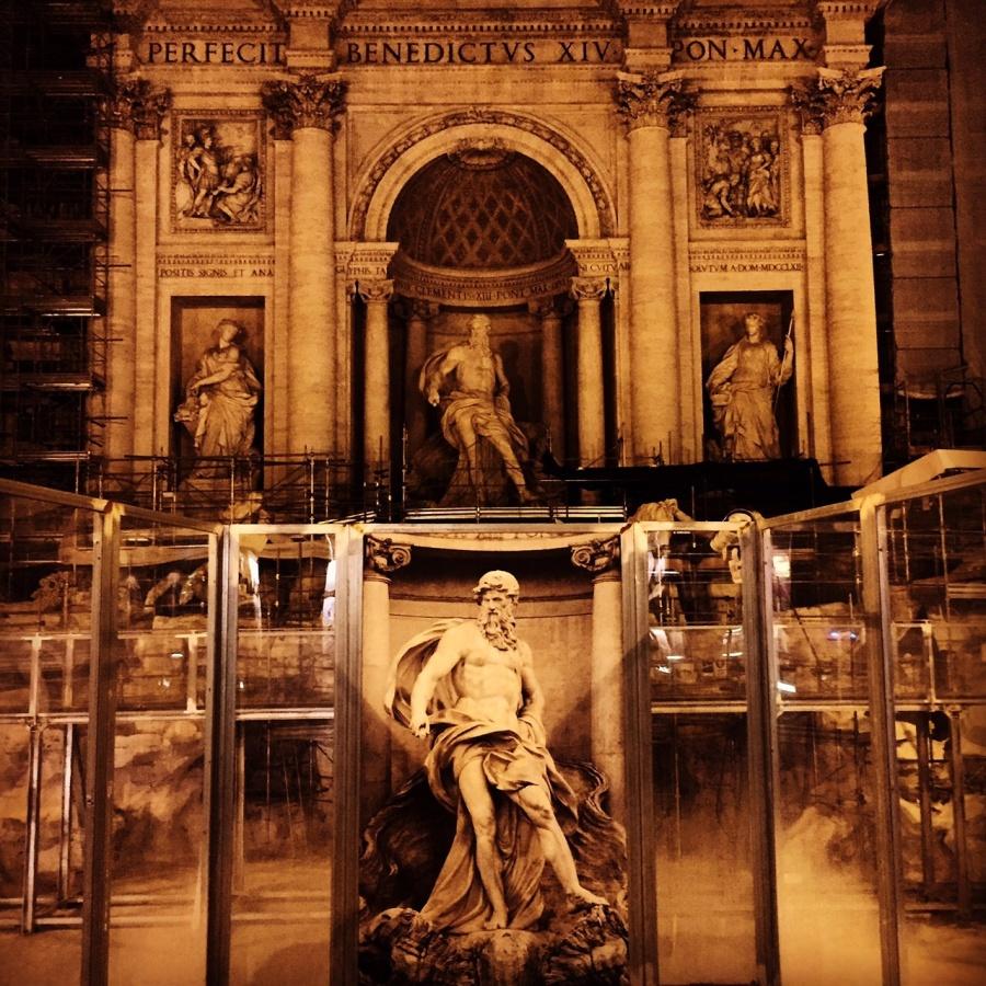 A Fontana di Trevi está em obras até o final de 2015.