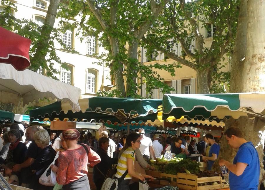Mercado em praça de Aix en Provence