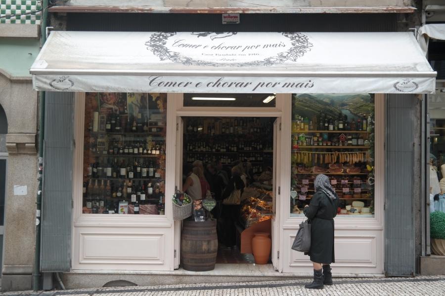 Mercearia no centro da cidade do Porto