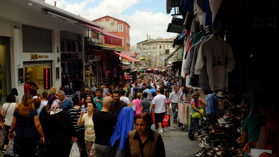 Muvuca no centro de Istambul entre Grande Bazar e Mesquita Azul