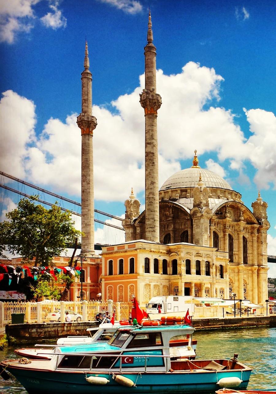A mesquita de Ortaköy à beira do Bósforo vale a visita pela beleza e localização